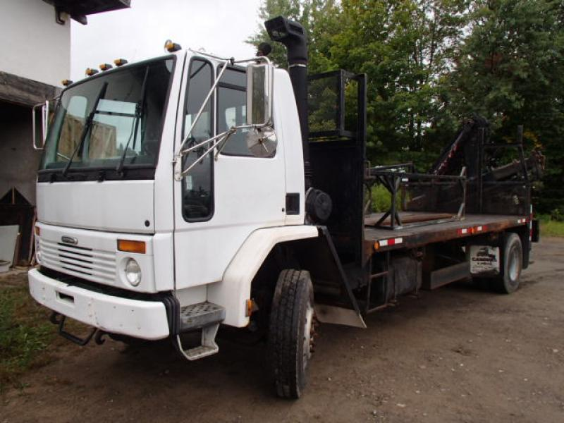 Camion plateforme Freightliner Cargo HC80 2000 En Vente chez EquipMtl