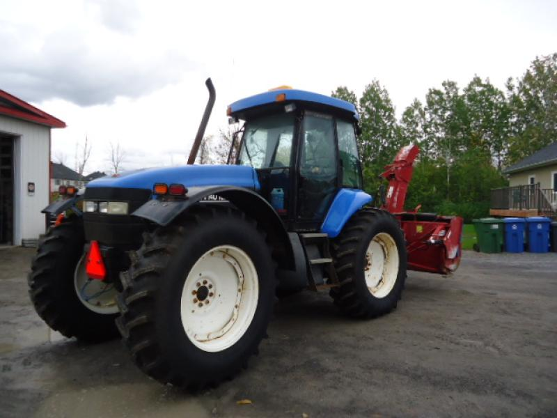 Tracteur agricole 4X4 New Holland TV140 2003 En Vente chez EquipMtl