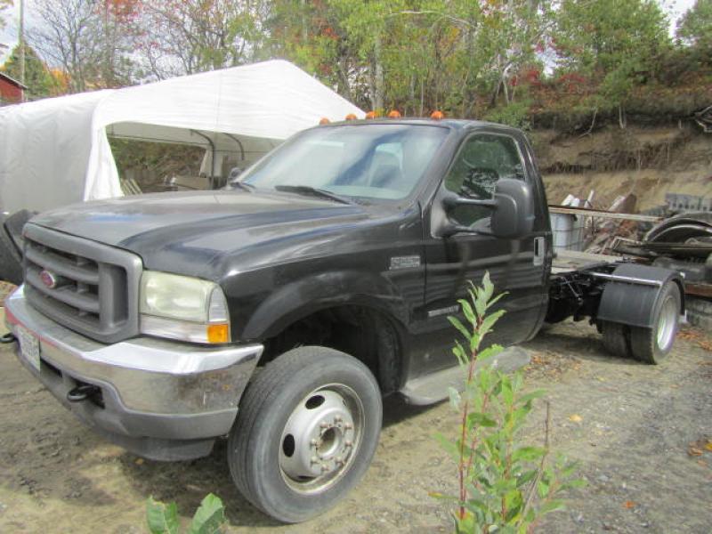 Camion cab et chassis Ford F550 XL Super Duty 2003 En Vente chez EquipMtl