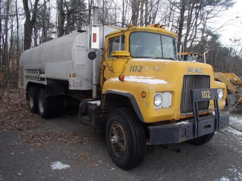 Camion citerne Mack R688ST 1974 En Vente chez EquipMtl