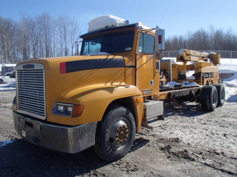 Camion cab et chassis Freightliner FL120 1996 En Vente chez EquipMtl