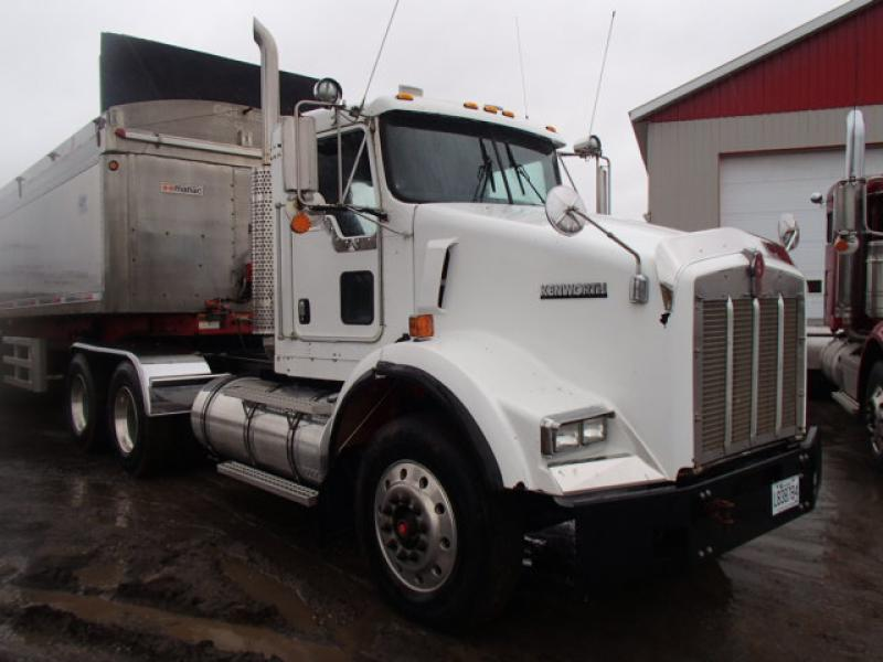 Camion tracteur 10 roues Day Cab Kenworth T800 2003 En Vente chez EquipMtl
