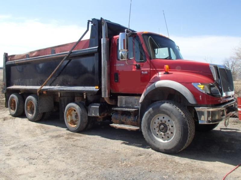 Camion dompeur 12 roues International 7600 2006 En Vente chez EquipMtl