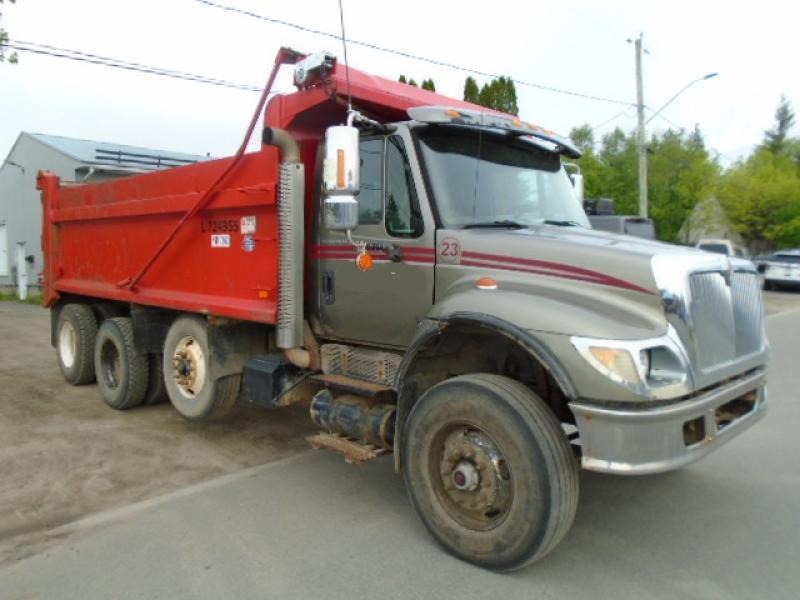 Camion dompeur 12 roues International 7500 2003 En Vente chez EquipMtl