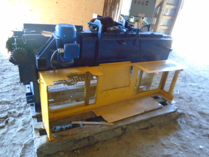 Machinerie pour le bois Desjardins Industries Équarrisseuse de planche de cèdre En Vente chez EquipMtl