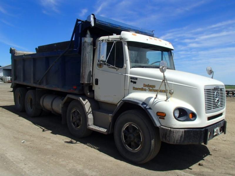 Camion dompeur 12 roues Freightliner FL112 1999 En Vente chez EquipMtl