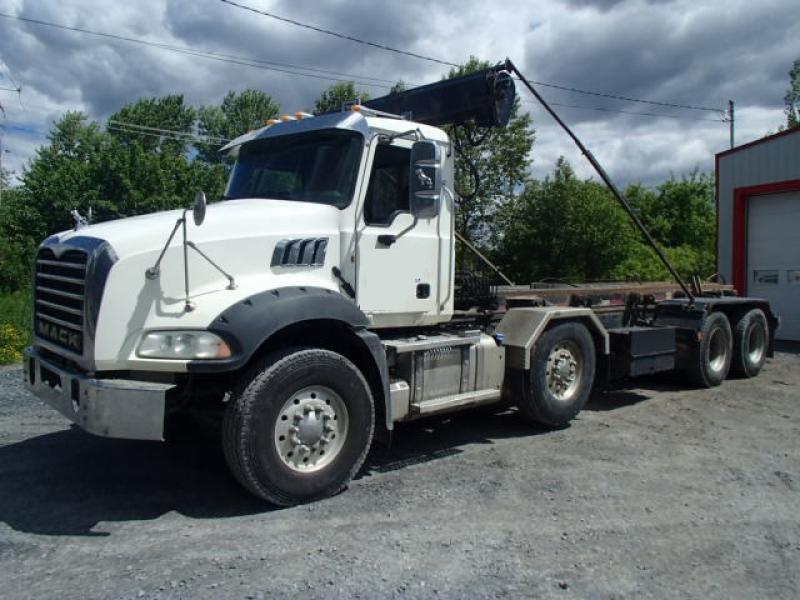 Camion roll-off Mack GU813 2014 En Vente chez EquipMtl