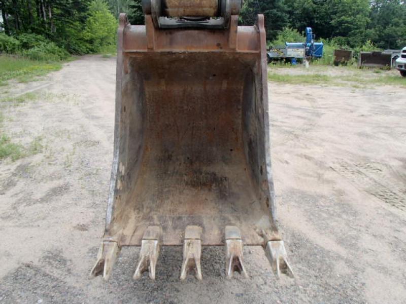 Excavatrice sur roues Volvo EW180B 2004 Équipement en vente chez EquipMtl