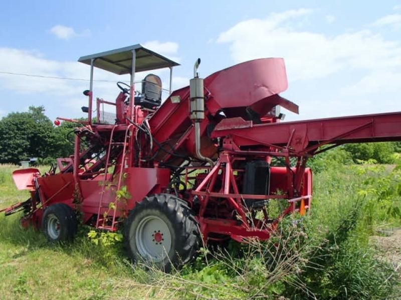 Récolteuse de maïs sucré Sunshine Meredits Récolteuse de mais sucré 1985 En Vente chez EquipMtl